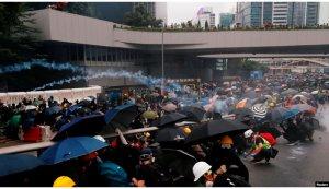 施英:一周新闻聚焦:香港市民抗议持续:基督徒上街,学生罢课,各界罢工