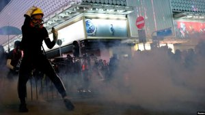 施英:一周新闻聚焦:数万港人参与九龙大游行 油尖旺再上演警民对峙