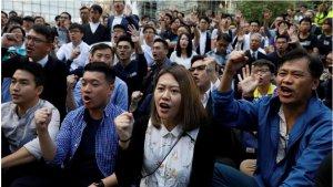 施英:一周新闻聚焦:香港民主派获得2019区议会选举压倒性胜利