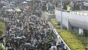 施英:一周新闻聚焦:特朗普总统签署《香港人权与民主法案》,港人受鼓舞,北京恼怒