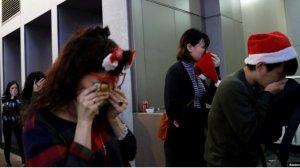 施英:一周新闻聚焦:港人声援维吾尔人集会 香港平安夜爆警民冲突