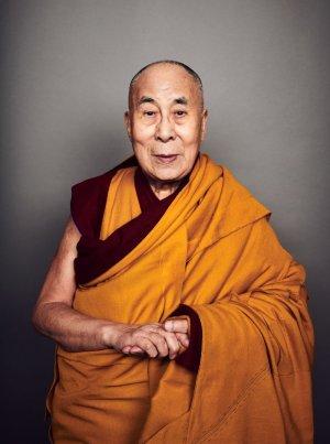 """达赖喇嘛:""""光是祈祷还不够。""""  达赖喇嘛谈为什么我们需要怀慈悲心抗击冠状病毒"""