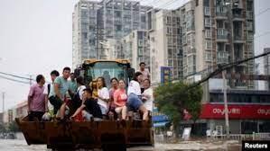 许多农民工滞留在遭遇洪灾的郑州